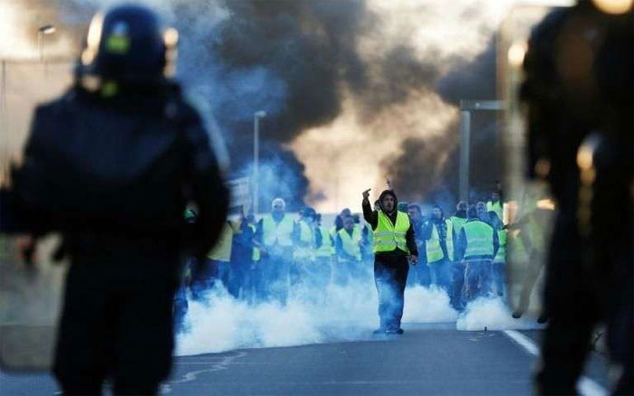 Photo of Panique en France, gilets jaunes, peur bleue: la fièvre du Samedi matin